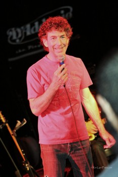 Simon Phillips chatting with the audience